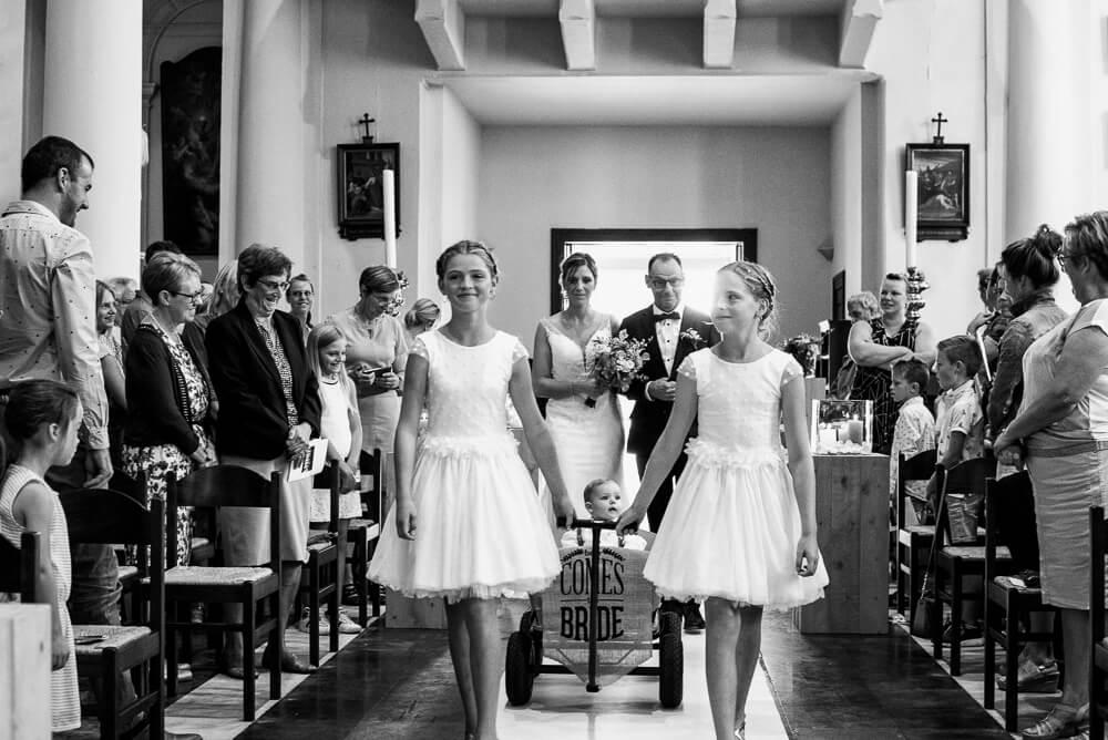 naar het altaar, huwelijk kerk, huwelijk Sint-Laureins, huwelijksfotograaf
