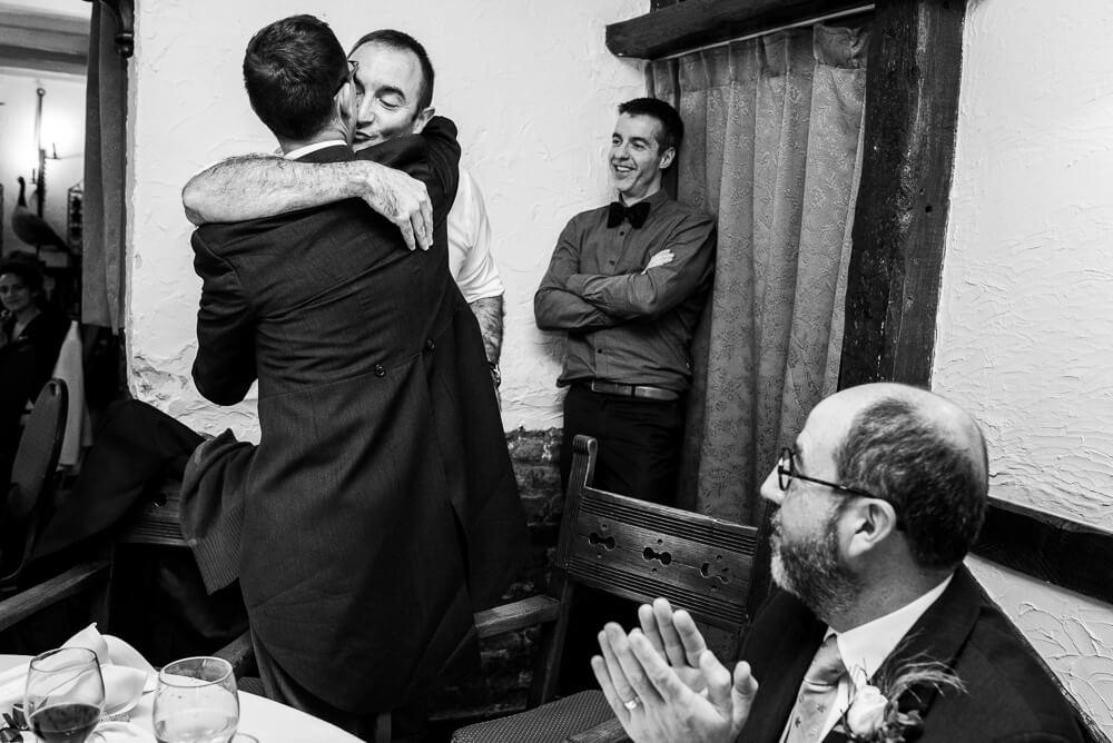 knuffel, speech op huwelijk, fotograaf